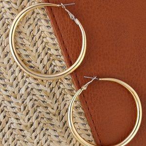 Jewelry - JUST IN!⭐️💕Medium Size Gold Hoop Earrings!
